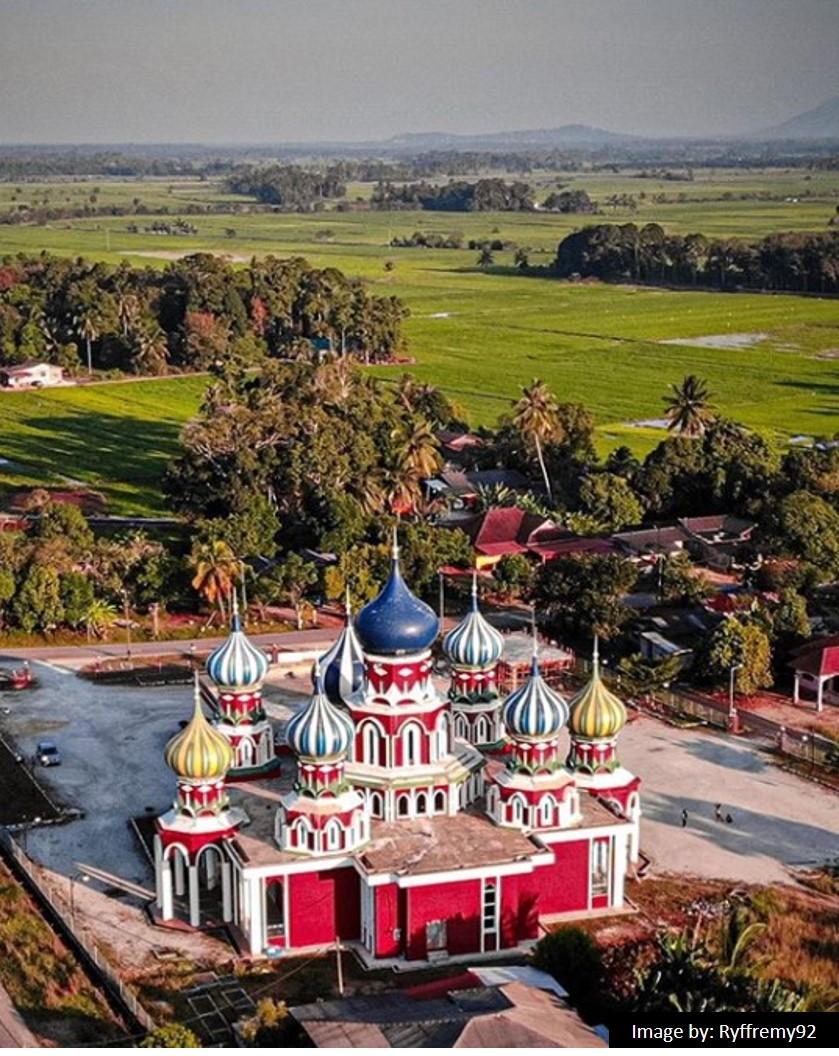 gambar masjid lapan kubah